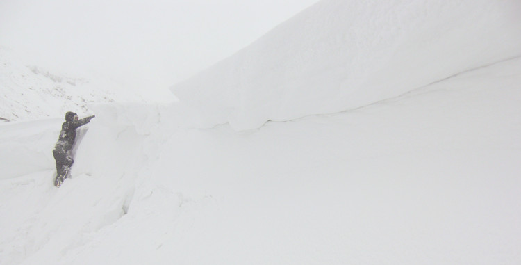 More cornice-bashing. Copyright Haydn Williams 2010