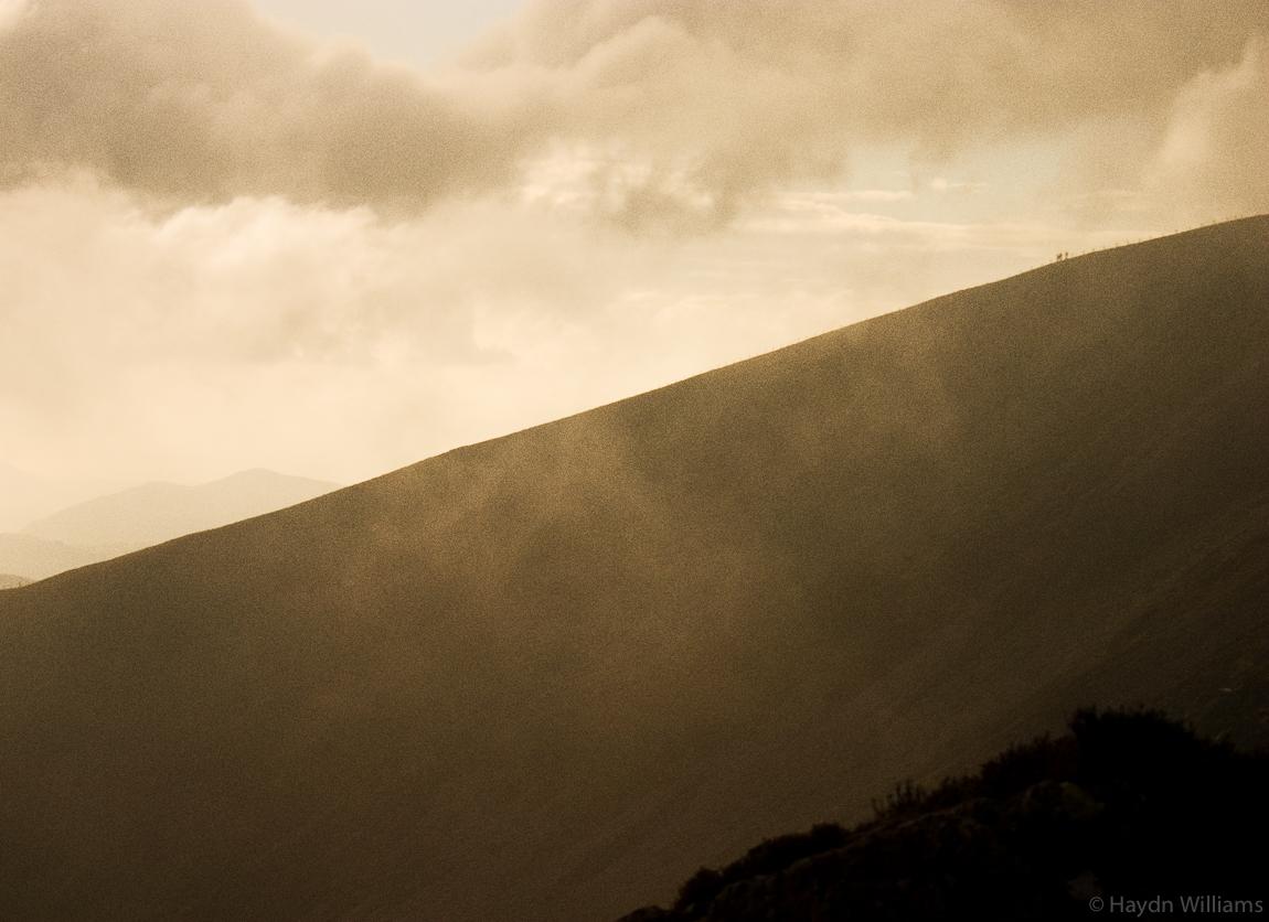 Walkers descending Cadair Idris. © Haydn Williams 2004