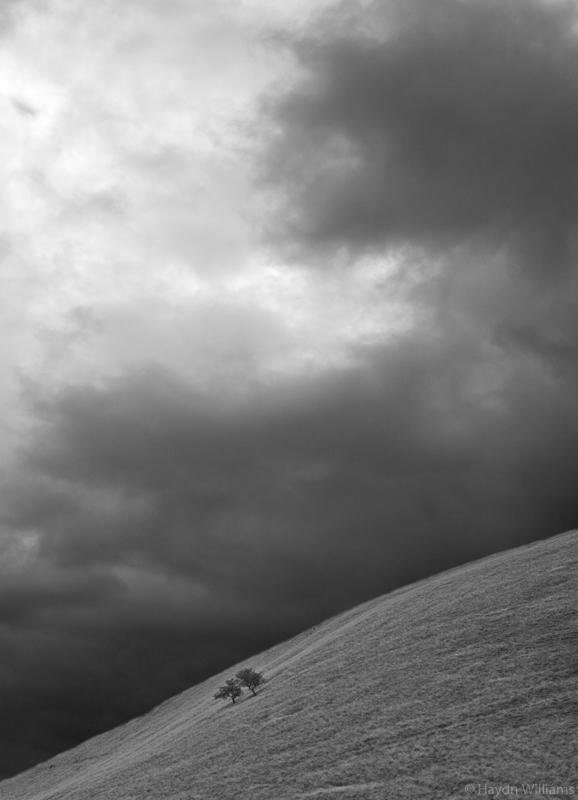 Rain approaching Brown Knoll. © Haydn Williams 2005