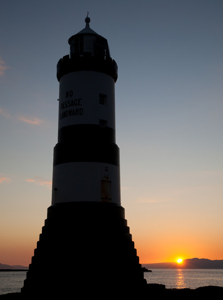 Penmon lighthouse at sunrise. © Haydn Williams 2011