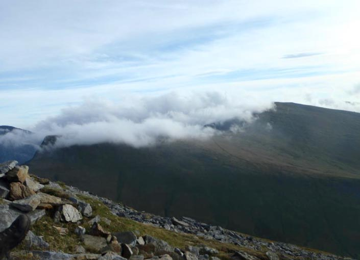 Looking across at Y Garn from Elidir Fawr. I'm running somewhere just below the cloud base. Image © Robby Pineda 2011