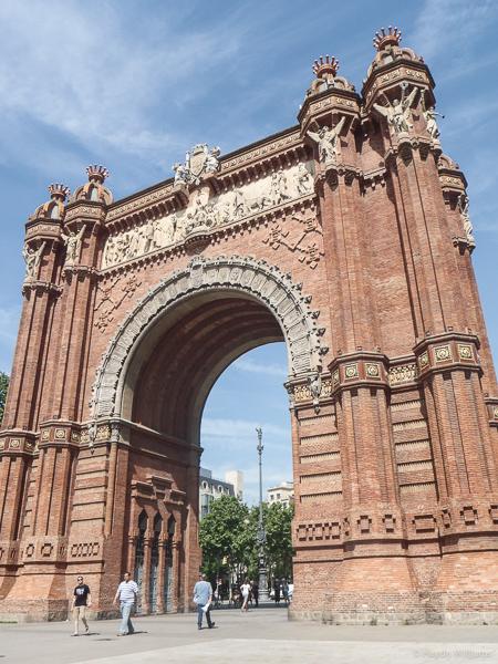 Arc de Troimf, in brick. © Haydn Williams 2015