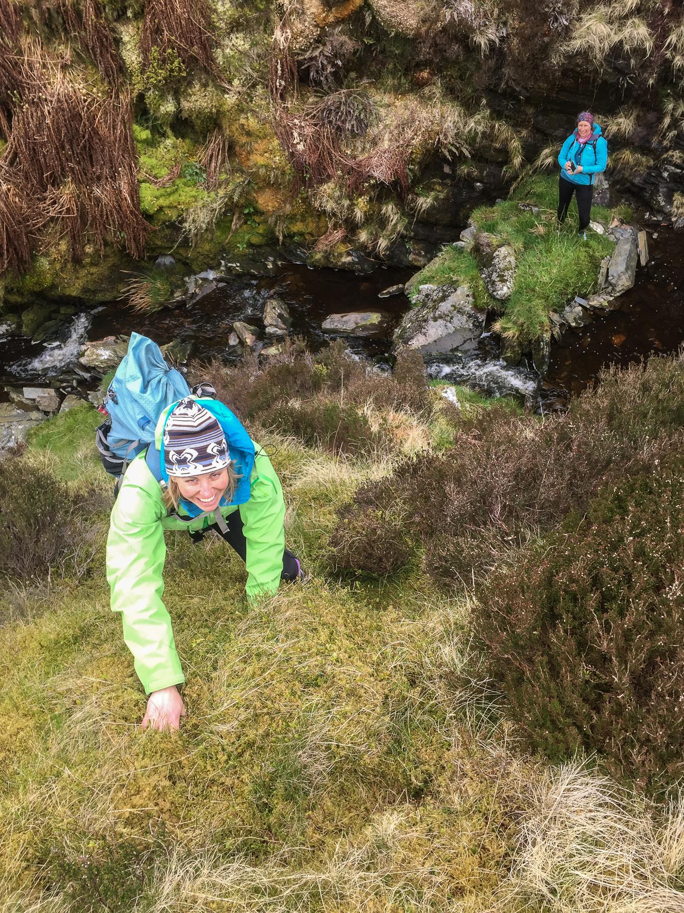 Near-vertical moss climbing on the way out of Maen-offeren. © Haydn Williams 2017